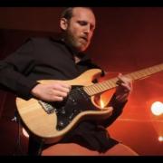 NANOBEAT Mario W. Guitar